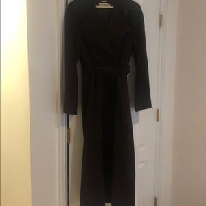 Gorgeous like new dark brown trench with belt